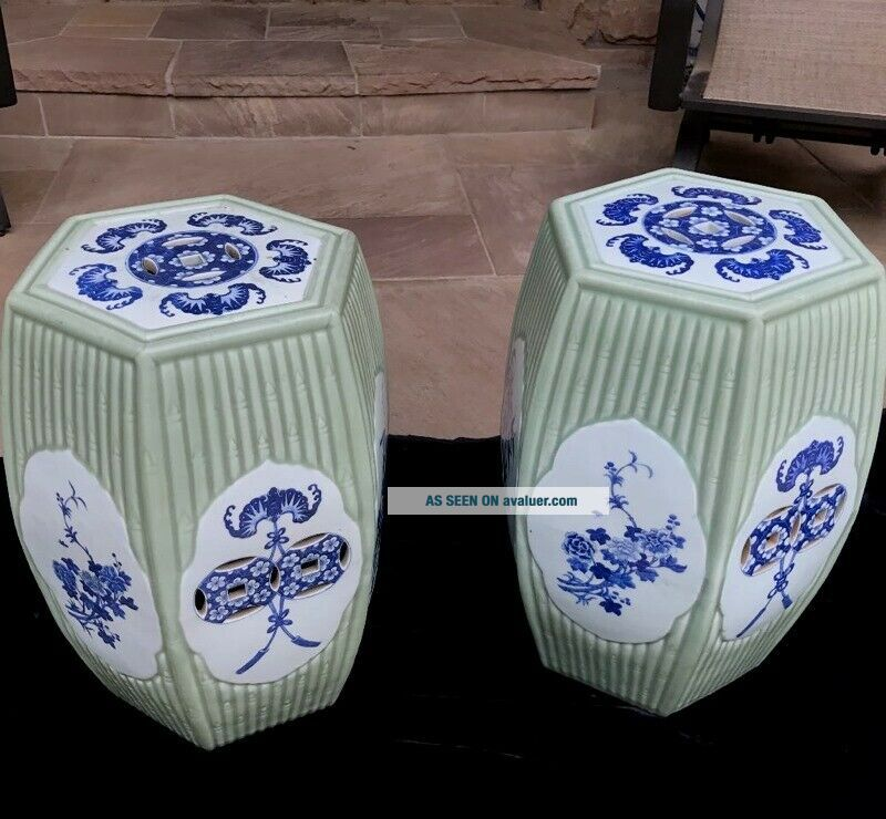 QUALITY 19THC CHINESE BLUE WHITE & LONGQUAN CELADON GLAZED GARDEN SEATS