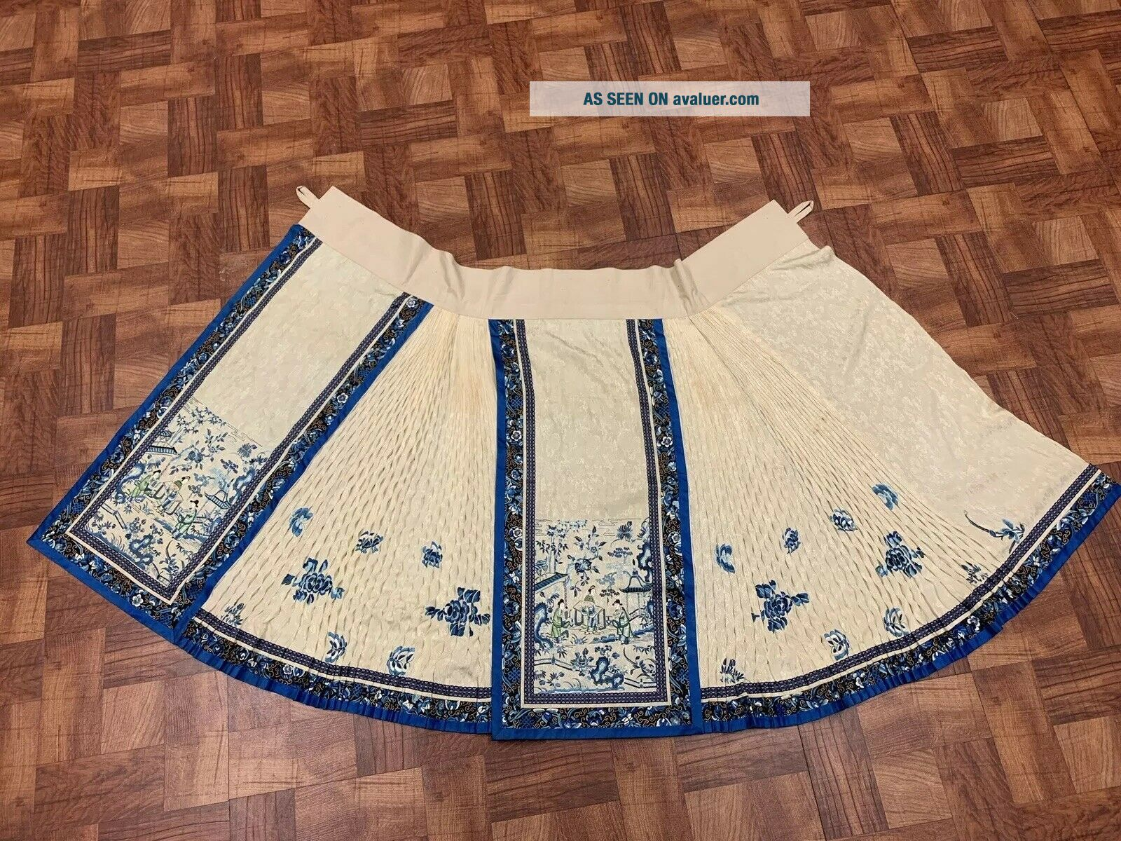 Antique Chinese Qing Dynasty 19th Century Embroidery Silk Skirt