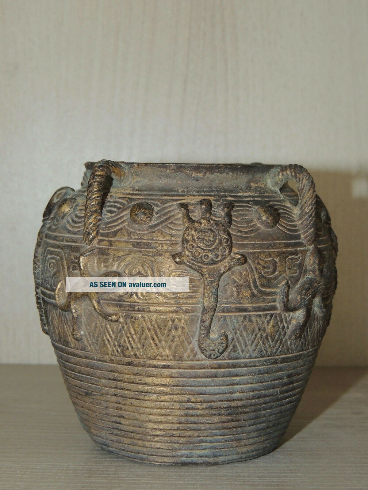Antique Chinese bronze vase,  Ming dynasty